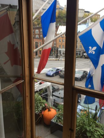 Hotel du Vieux-Quebec: The view out our window and the front of the hotel