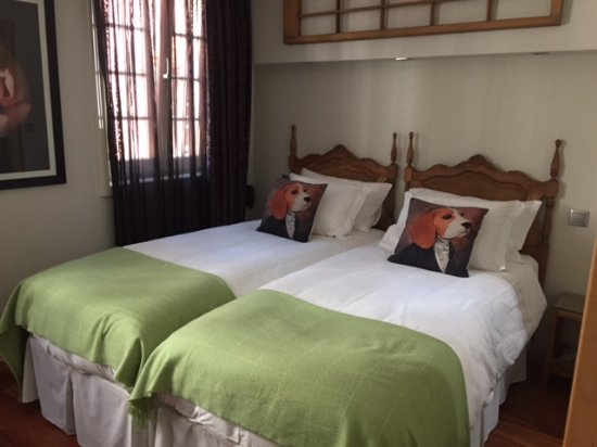 Guest House Douro: Room #401 ~ Beautifully appointed!