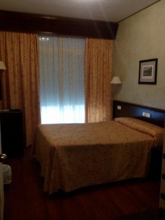 Hotel Derby Sevilla: Letto comodo e TV satellitare