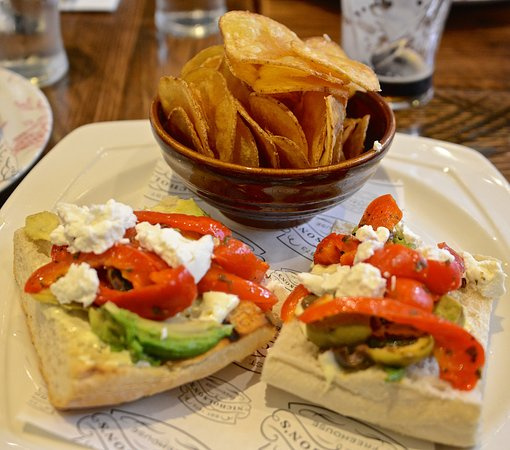 The Carpenters Arms: Red pepper and avocado sandwich