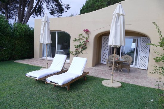 Vila Joya - Home, Restaurant & Spa: Suite Sete - our private patio with loungers