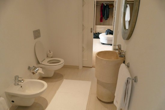 Vila Joya - Home, Restaurant & Spa: Suite Sete - water closet with bidet