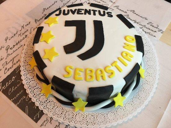Torta A Tema Juventus Realizzata Per Un Compleanno