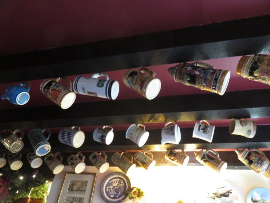 Great Longstone, UK: Some of the 570 pots that adorn the ceiling