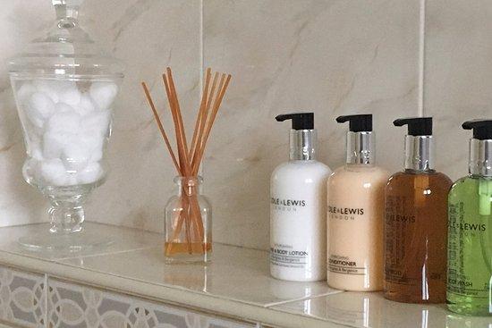 Wansford, UK: Luxurious toiletries in all bathroom facilities