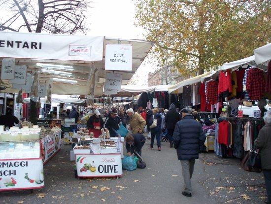 セッティマナーレ ベネデット マルチェッロ市場