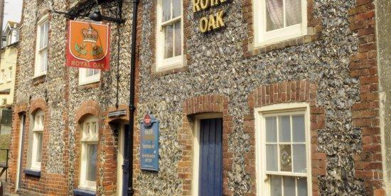 River, UK: Royal Oak front of pub