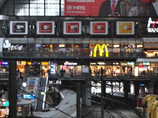 mcdonald 39 s im hauptbahnhof hamburg hamburg altstadt restaurant bewertungen telefonnummer. Black Bedroom Furniture Sets. Home Design Ideas