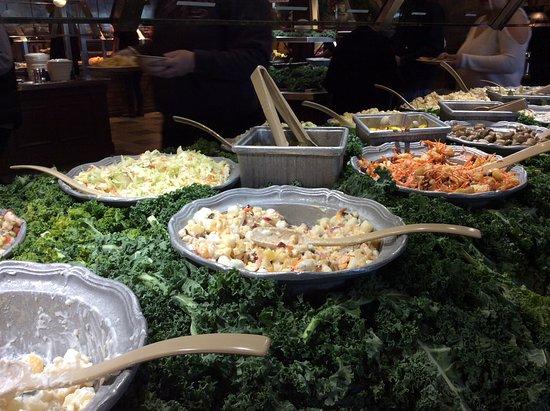 Wood Grill Buffet - Hesperia: Deliciosas ensaladas saludables
