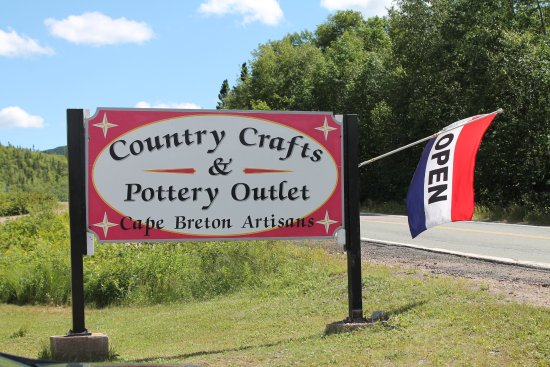 Country Crafts & Pottery Outlet