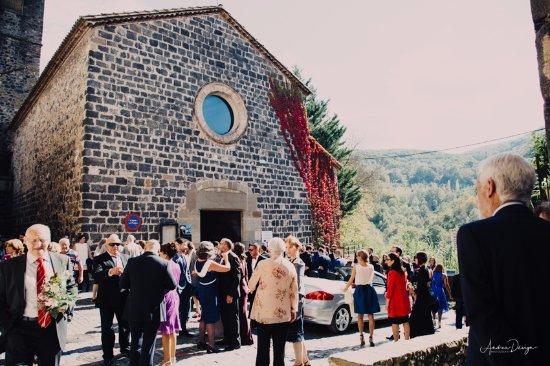 Castellfollit de la Roca, Spanje: Iglesia Vella de Castellfollit en una boda