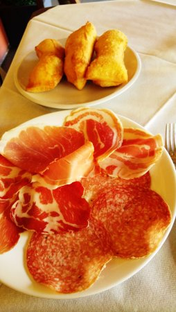 Trattoria Pizzeria The Old Bridge: Sgabei con salumi (antipasto)