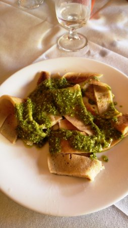 Trattoria Pizzeria The Old Bridge: Testaroli al pesto