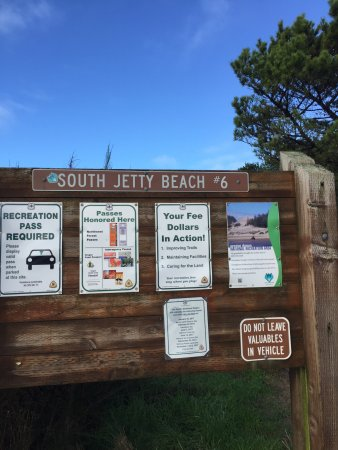 South Jetty County Park: Nice informative signs and bathrooms