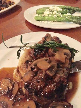 Hemingway's Island Grill: What a steak