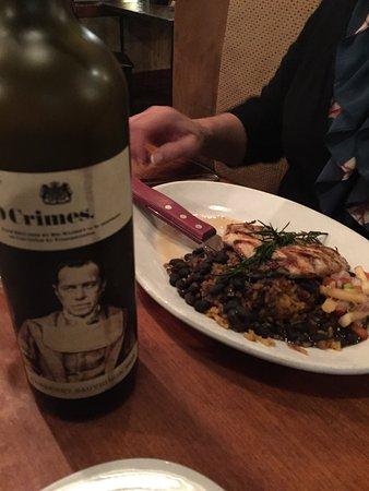 Hemingway's Island Grill: Great wine