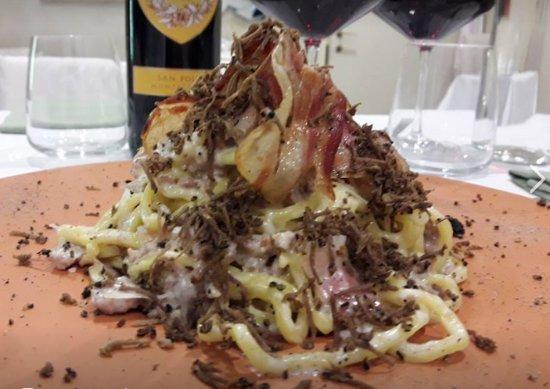 Бастия-Умбра, Италия: la nostra norcina con cinta senese e tartufo esagerata
