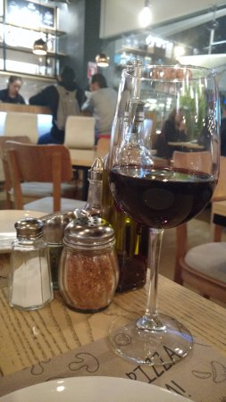 Copa de vino tinto de la casa picture of via partenope for Copa vino tinto