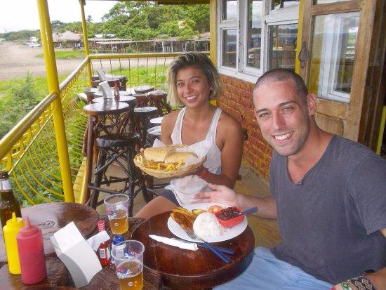 San Jorge, Nicaragua: Canadians enjoying a huge sandwich on the terrace of the restaurant
