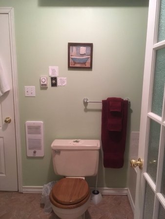 Crofton by the Sea Bed & Breakfast: On suite bathroom