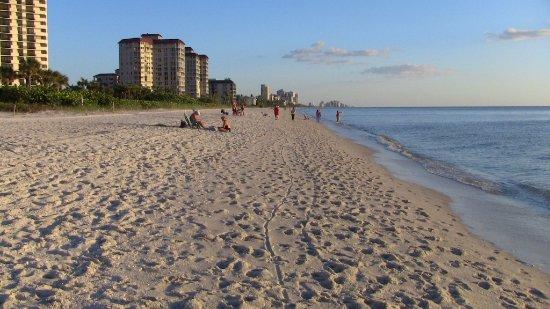 Vanderbilt Beach, FL: beach