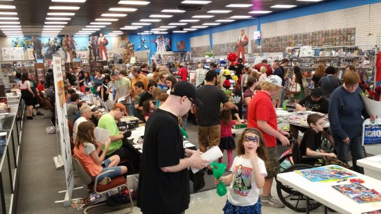 Эвансвил, Индиана: Evansville's gathering place for all things collectible.