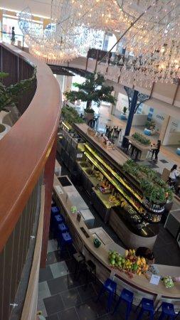 CentralMarina: inside the front mall