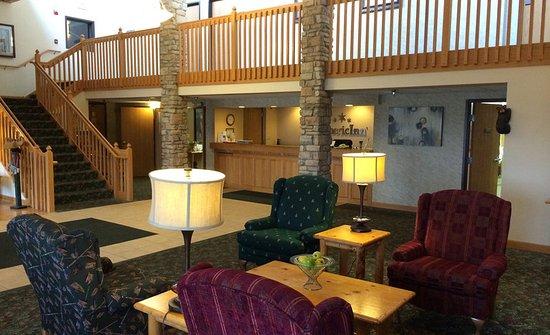 AmericInn Lodge & Suites Northfield: Lobby