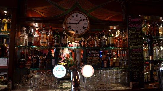 Hotel Old Quarter: Old world style Dutch bar.