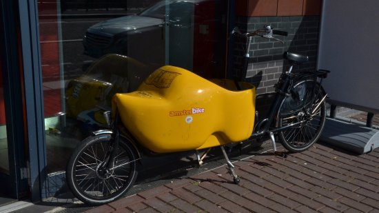 """Hotel Old Quarter: Saw a few of these """"clogbikes""""."""
