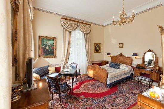 Hotel Belle Epoque: Guest room