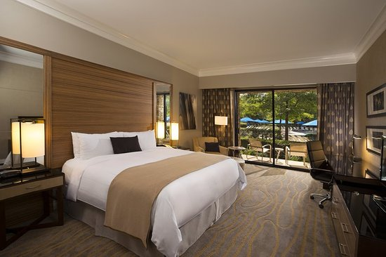 The Woodlands Resort: Guest room