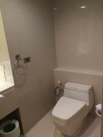 GLOW Pratunam: The toilet