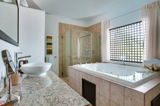 Las Terrazas Resort: Guest room