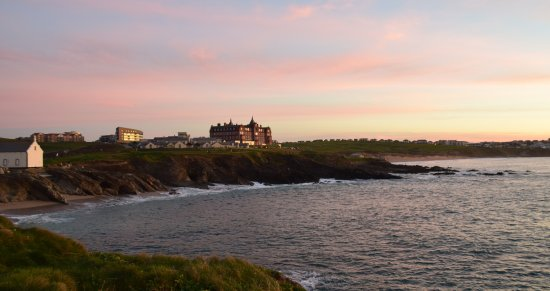 The Headland Hotel & Spa - Newquay: View from the walkway on the headland proper of the hotel at sunset