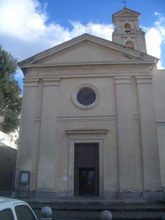 Nemi, Ιταλία: facciata chiesa