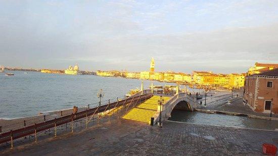 Hotel Bucintoro: Un amanecer bañando de sol Venecia