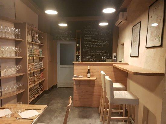 Vanves, Francia: cave a manger : planche charcuterie, fromage, mixte, vins au verre, café/thé gourmand, epicerie