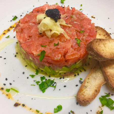 Pallejà, España: Tartar de salmón ahumado