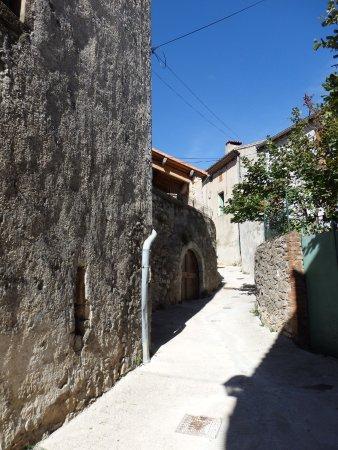 Bez-et-Ésparon, France : vue village de Bez ruelle
