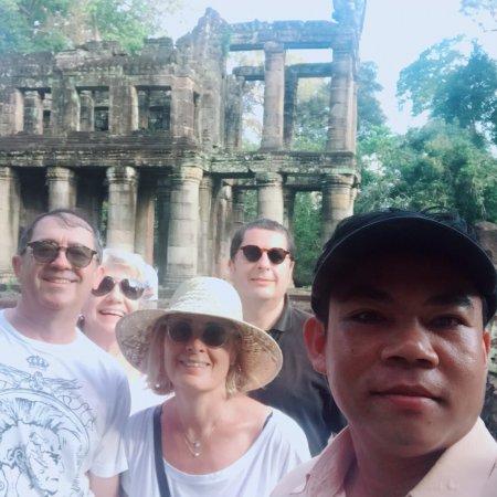 Hola! Me llamo Sam. Soy un guía oficial español en Siem Reap, Camboya. Y también Tengo licencia