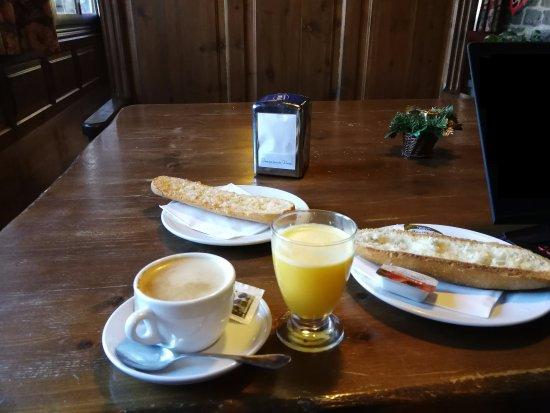 Gavin, Ισπανία: Desayuno de la cafetería
