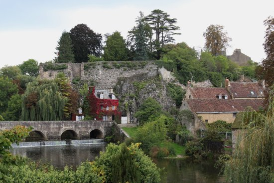 Fresnay-Sur-Sarthe, França: Castle of Fresnay Sur Sarthe | Sarthe, Pays de la Loire, France