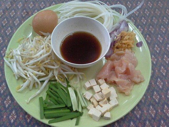 Rawai, Tailandia: Cooking Thai food in local kitchen