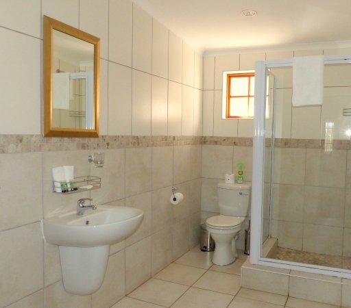 Addo, South Africa: Cozy Room Bathroom