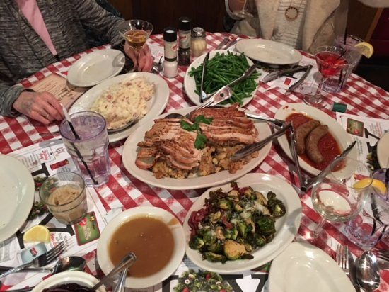 Exton, Pensilvania: Family Style Thanksgiving Dinner