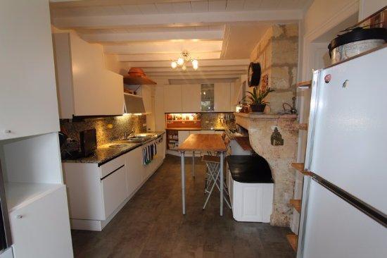 Maison d'hotes Les Batarelles: cuisine des Batarelles
