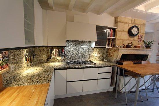 Maison d'hotes Les Batarelles: cuisines des Batarelles