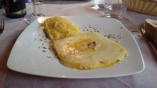 Temu, Ý: 4) Formaggio Dobbiaco alla piastra con polenta