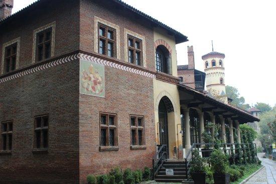 Borgo Medievale: L'esterno